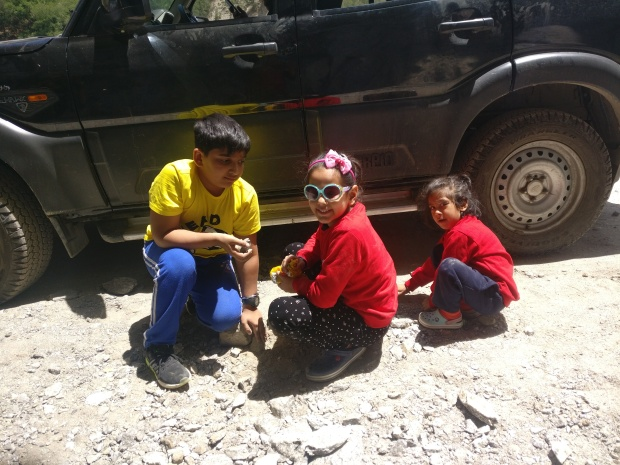 Children collecting stones on the sidelines of our Spiti Valley road trip. (Image courtesy: Vidhi and Gaurav Gaur)
